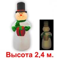 """Надувная фигура """"Снеговик в цилиндре с подарком"""", 2.4 м (2-ой сорт)"""